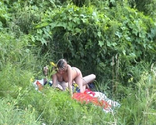 остался порно на даче скрытое видео сперме лежит